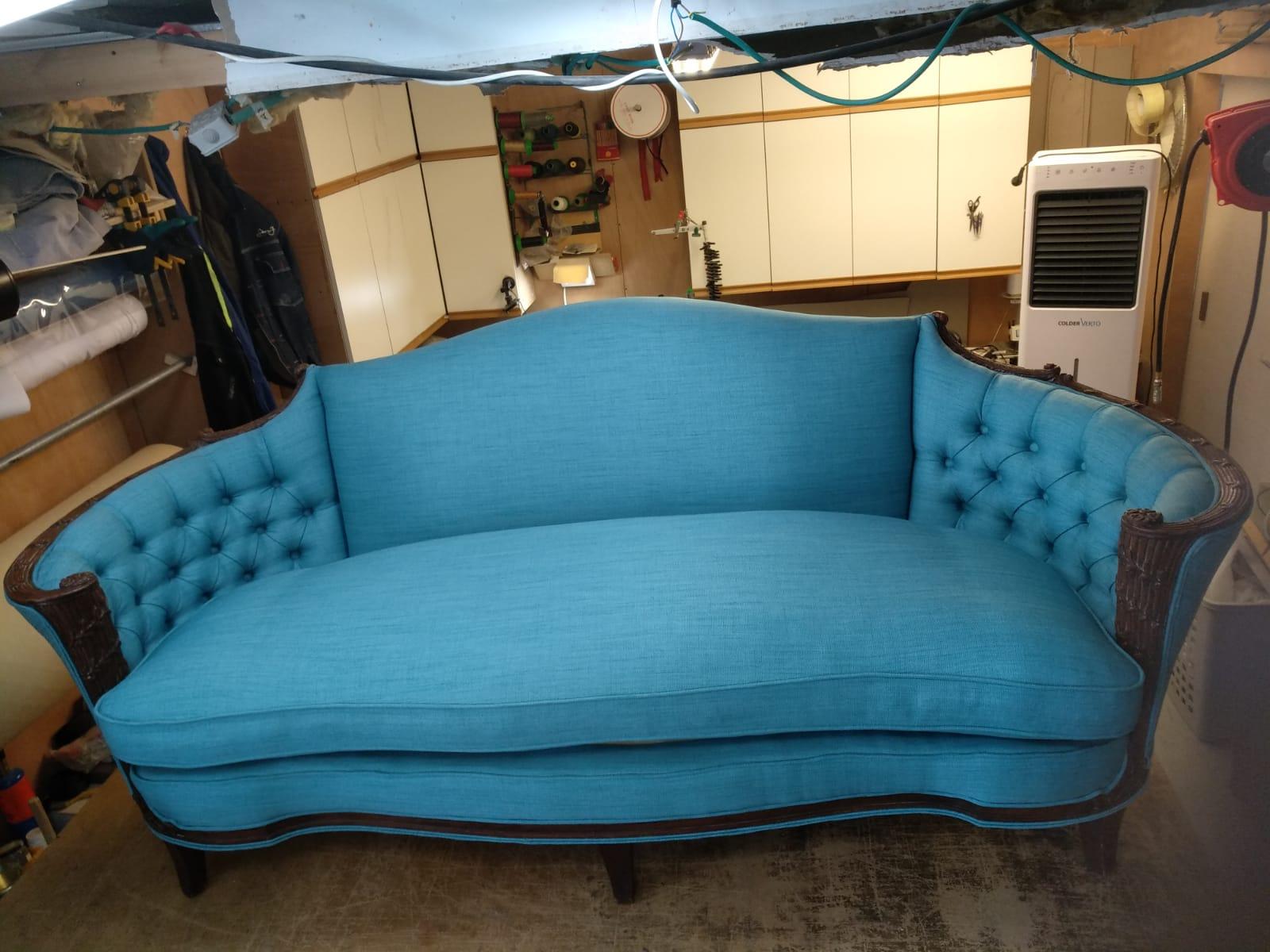 ריפוד רהיטים - ריפוד ספה - ספה בתהליך ריפוד ברסטורנו