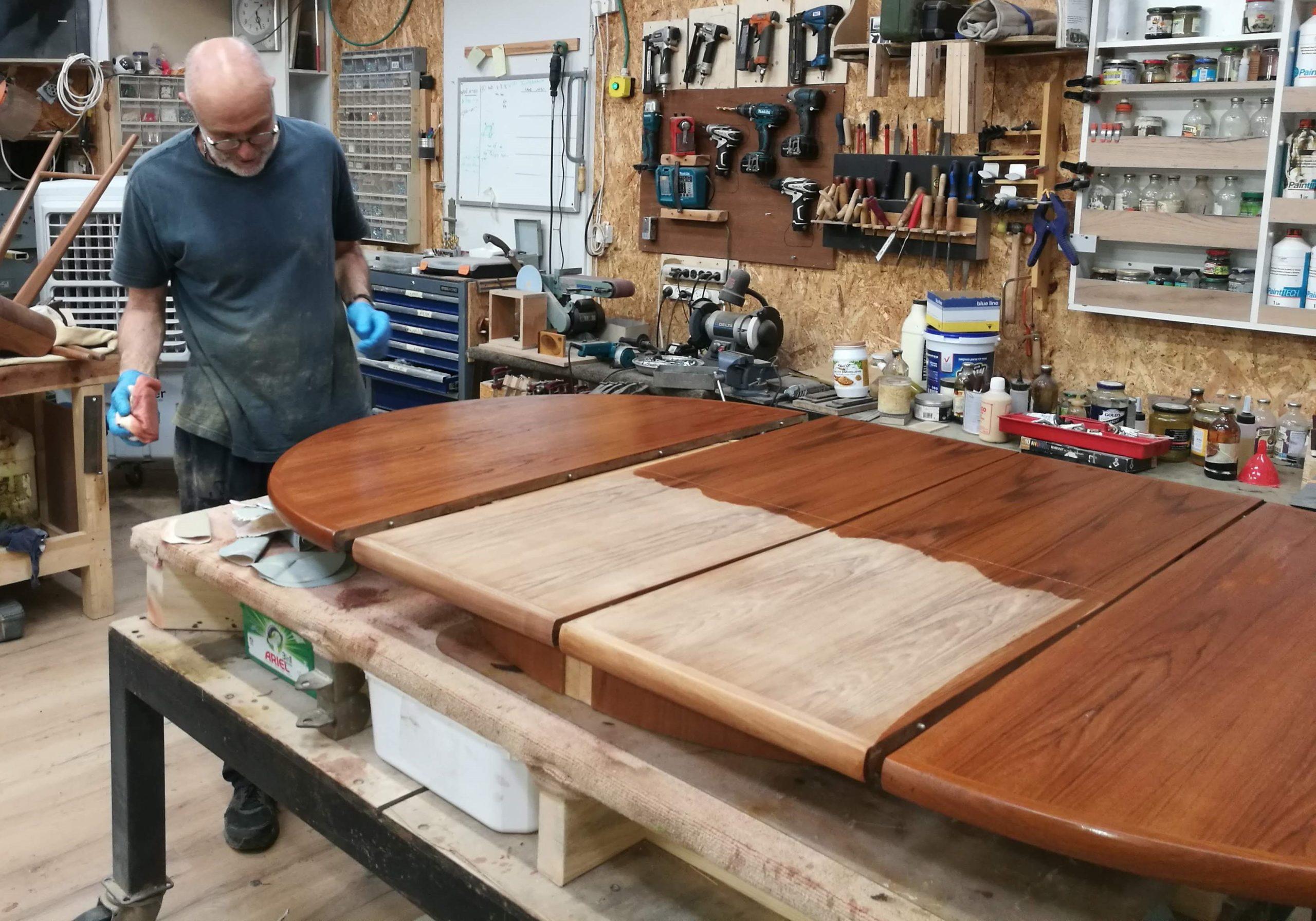 שחזור רהיטים - שחזור שולחן - רסטורנו