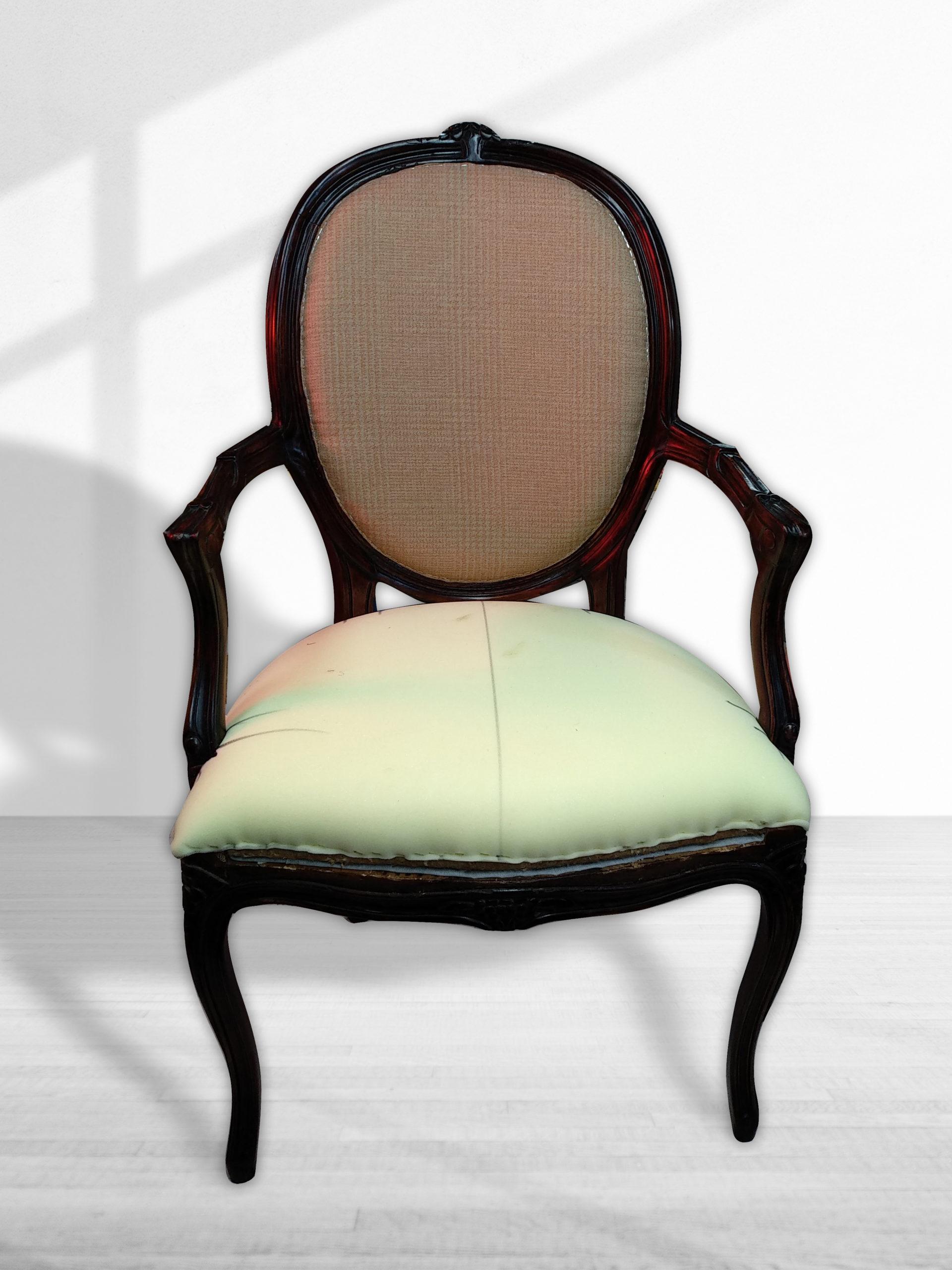 ריפוד רהיטים - ריפוד כסא - כסא בתהליך ריפוד ברסטורנו